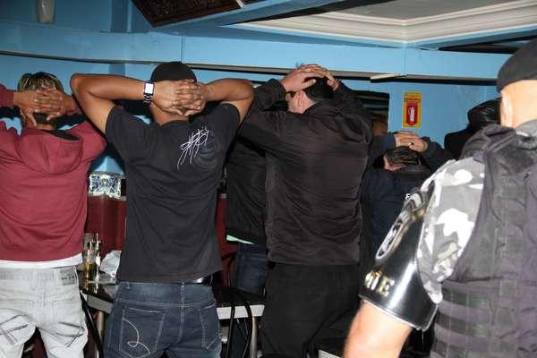 Operação do Bope contra crimes em casas noturnas de Curitiba prendeu oito na manhã desta quarta-feira
