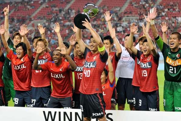 O São Paulo até que lutou, mas não conseguiu conquistar a Copa Suruga nesta quarta-feira. No Japão, o time tricolor foi derrotado por 3 a 2 pelo Kashima Antlers