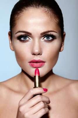 Batom é essencial para uma boa maquiagem