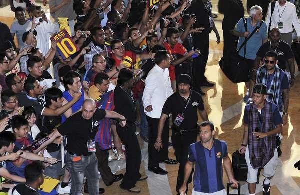 Com Messi e Neymar, o elenco do Barcelona chegou nesta quinta-feira ao seu último destino pela turnê de pré-temporada na Ásia