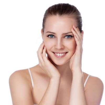 Com o passar dos anos, a pele perde o viço e a firmeza da juventude, que podem ser restaurados com a utilização do extrato de geleia real em creme