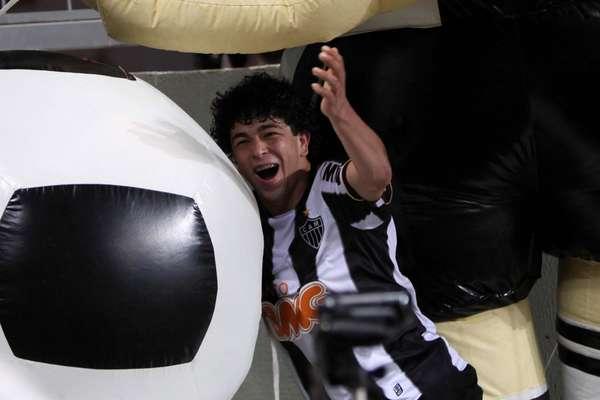 Com gol de Luan nos acréscimos, o Atlético-MG arrancou empate por 2 a 2 contra o Botafogo, encerrou série de três derrotas seguidas e, por consequência, deixou o arquirrival Cruzeiro na liderança do Campeonato Brasileiro