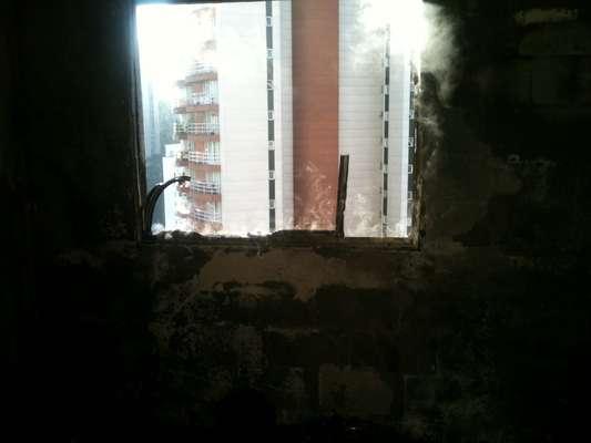 Incêndio atingiu, na manhã desta quinta-feira, um apartamento na zona oeste de São Paulo