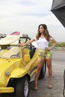 Sabrina Sato foi flagrada durante uma campanha de moda na praia do Recreio dos Bandeirantes, no Rio de Janeiro, na manhã desta sexta-feira (9)