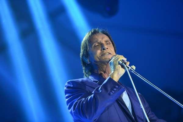 Cantor Roberto Carlos se apresentou no Forte Copacabana, no Rio de Janeiro, para abrir série de shows que faz no local