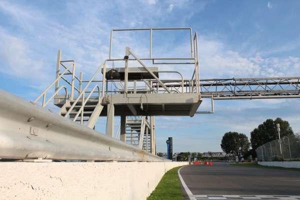 O Circuito Gilles Villeneuve é mais uma atração do movimentado verão canadense no qual a temperatura, no início de agosto, é extremamente agradável e passa longe do calor sufocante que por vezes causa distúrbios no hemisfério norte