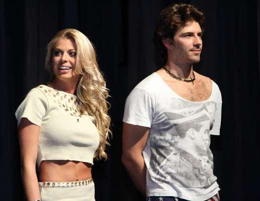 Caroline Bittencourt foi prestigiada nessa segunda-feira (12) na apresentação da peça Covil da Beleza