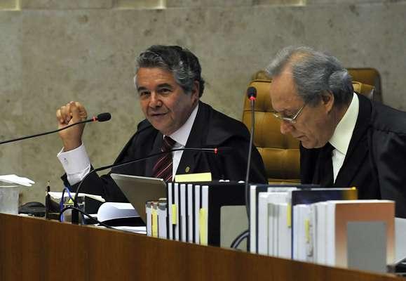 14 de agosto - Ministros Marco Aurélio Mello (esq.) e Ricardo Lewandowski (dir.) participam do primeiro dia de julgamento dos recursos do mensalão
