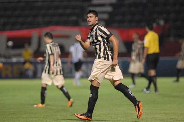 Pedro Oldoni saiu do banco de reservas para iniciar a reação do Vitória nesta quarta-feira. Ele fez o primeiro gol da vitória por 3 a 1 sobre a Ponte Preta