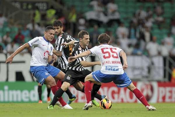 Bahia e Santos se anularam e ficaram no 0 a 0, neste domingo, em Salvador. Os dois times jogaram mal e seguem em má fase no Campeonato Brasileiro