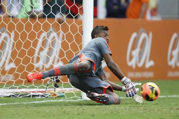 O São Paulo viu Jadson perder um pênalti aos 42min do segundo tempo, empatou por 0 a 0 com o Flamengoe aumentou para 12 o jejum de vitórias no Campeonato Brasileiro