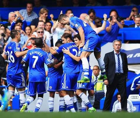Na reestreia oficialde José Mourinho no comando do Chelsea, time venceu o Hull City por 2 a 0 em Stamford Bridge