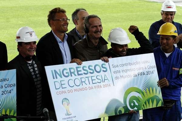 Em inspeção à Arena Corinthians, que deve ser inaugurada em dezembro deste ano, o secretário-geral da Fifa, Jérôme Valcke, se impressionou com o bom andamento das obras