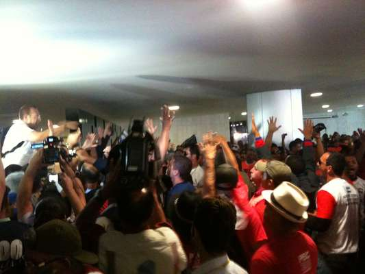 Policiais e bombeiros ocuparam no início da tarde desta terça-feira o Salão Verde da Câmara em Brasília