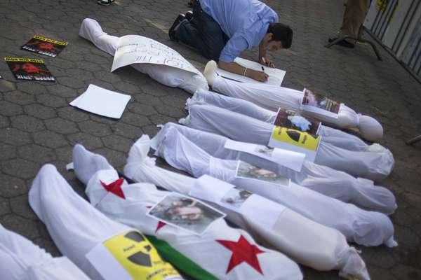 Las matanzas en Siria dejaron por el momento centenares de muertos y crece la indignación mundial por el supuesto uso de armas químicas. Mira las imágenes más impactantes de un país que vive inmerso en el terror.