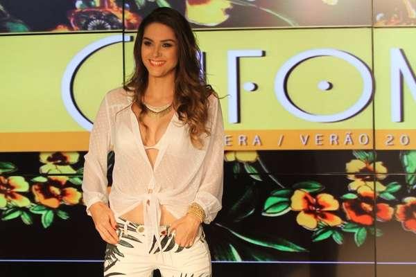 A atriz Fernanda Machado, intérprete da personagem Leila da novela Amor à Vida, foi a estrela do desfile de verão 2014 da grife Chifon, no Rio de Janeiro