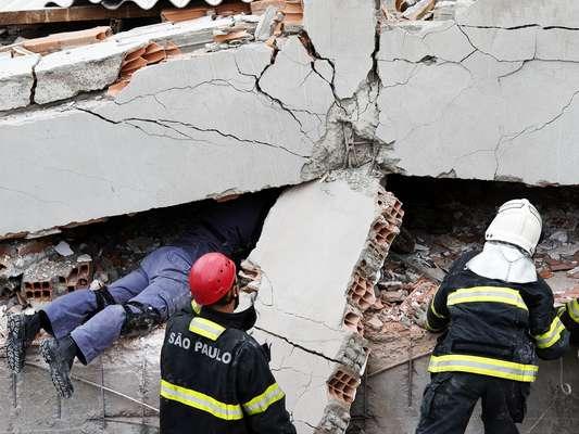 El derrumbe en la zona este de Sao Paulo dejó muertos y heridos; las víctimas son al menos 8, aunque los equipos de emergencias informan de que hay más cuerpos bajo los escombros.