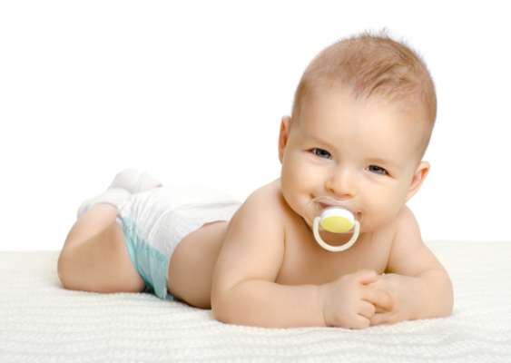 As mães que amamentam devem observar se existem lesões nas mamas, que também precisarão ser tratadas