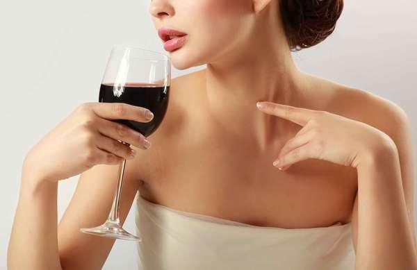 Com ação similar ao do vinho lambrusco, versão em cápsulas da bebida combate os efeitos do tempo sobre a cútis, prevenindo rugas e marcas de expressão