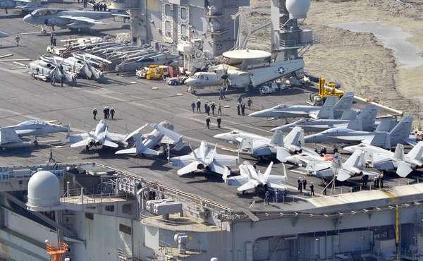 O porta-aviões nuclear USS Nimitz e outros navios da sua frota estão indo para o oeste em direção ao Mar Vermelho, para apoiar o iminente ataque dos EUA sobre a Síria, se necessário. Em foto de 11 de maio deste ano, o porta-aviões chega a Busan, na Coreia do Sul