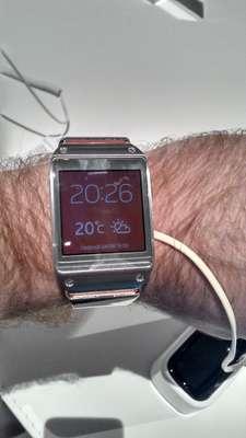 Samsung Galaxy Gear é o relógio inteligente que conecta-se à internet, permite fazer fotos, vídeos e ligações