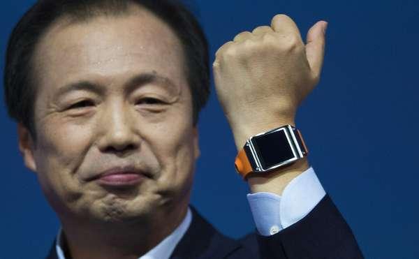 Chefe da divisão de Dispositivos Móveis da Samsung, JK Shin, foi quem fez o anúncio oficial do lançamento do Galaxy Gear