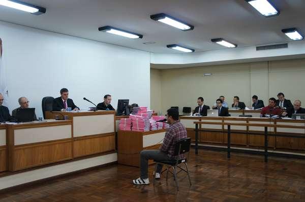 O primeiro depoimento desta quinta-feira foi do policial civil Rodrigo Souza da Silveira