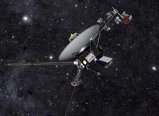 A sonda espacial Voyager 1 se tornou o primeiro objeto feito por humanos a cruzar o limite do Sistema Solar e chegar ao meio interestelar. Há 36 anos vagando pelo espaço, a Voyager 1 está hoje a 19 bilhões de quilômetros do Sol. A conclusão foi apresentada por cientistas a partir da análise de informações enviadas pela sonda. Leia mais -