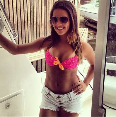 Filha do segundo casamento de Romário, Danielle Favatto chamou a atenção do jornal Mundo Deportivo pelo sucesso no Instagram, rede social que reúne fotos de usuários. A adolescente tem cerca de 15 mil seguidores e foi comparada a outras celebridades brasileiras; confira