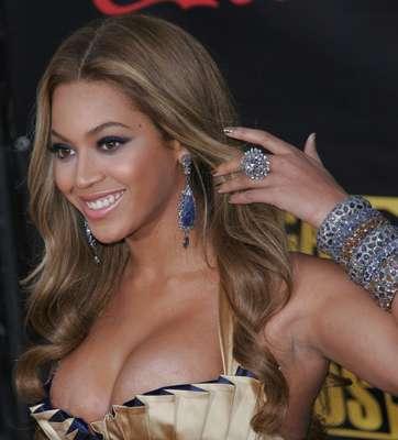 A cantora Beyoncé foi a primeira a usar o produto e transformou-o em febre
