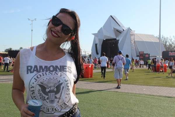 """""""Você me pegou"""", disse a estudante Annada quando perguntada se conhecia alguma música do Ramones, banda da qual vestia a camiseta"""