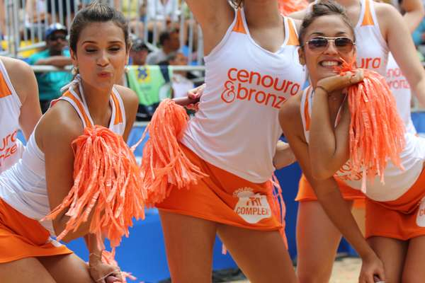 A equipe de cheerleaders foi atração à parte na etapa deste final de semana do Circuito BB de Vôlei de Praia, em Vitória (ES). Com beleza, talento e simpatia, as garotas conquistaram os torcedores; veja fotos