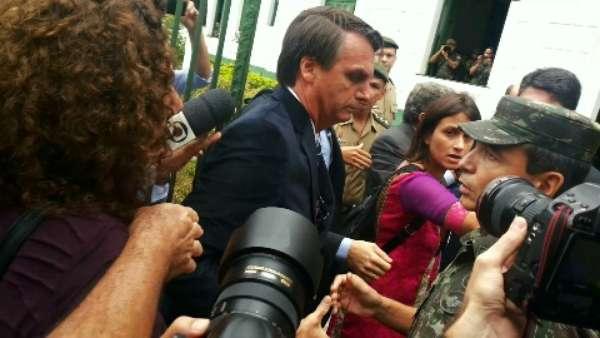 Randolfe disse que foi agredido com um soco na barriga pelo deputado federal Bolsonaro