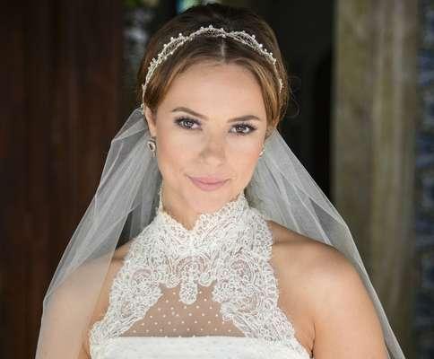 A maquiagem de Paolla Oliveira no casamento de Paloma, em 'Amor à Vida', é romântica