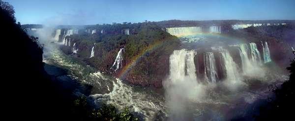 A panorâmica das Cataratas do Iguaçu avistadas do lado brasileiro