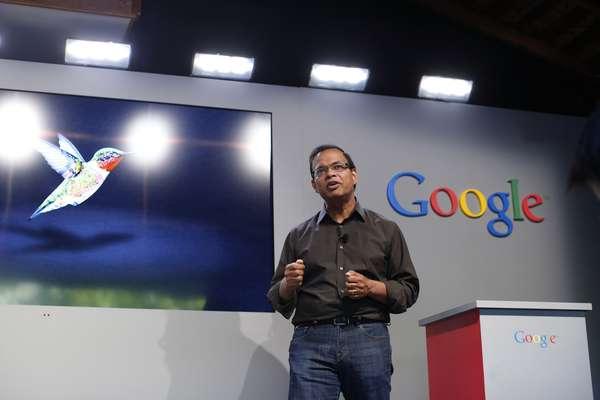 Amit Singhal, vice-presidente sênior de Busca do Google, anuncia o novo algoritmo Hummingbird, que combina o significado das consultas com o de documentos na internet