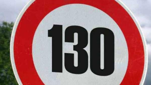 El proyecto de ley de reforma de la Ley de Tráficoy Seguridad Vial permitía subir la velocidad a 130 kilómetros por hora en determinados tramos y condiciones de autovías y autopistas y rebajarlo en las carreteras convencionales e, incluso, en algunas calles de las ciudades. Ahora el PP dice que pospone esta propuesta