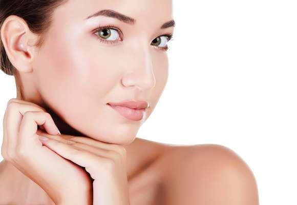 Alvo dos primeiros sinais do tempo, mulher de 30 anos precisa adotar alguns cuidados especiais para atravessar a fase balzaquiana com a pele bonita