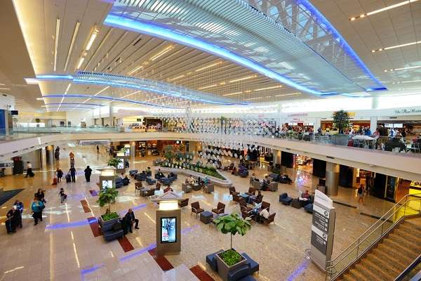 O Aeroporto Internacional Hartsfield-Jackson, em Atlanta, Estados Unidos, vem sendo o mais movimentado do mundo nesse século, saltando de 75 milhões de passageiros em 2001 para 95,5 milhões em 2012. Uma passagem para lá sai a partir de R$ 2.318