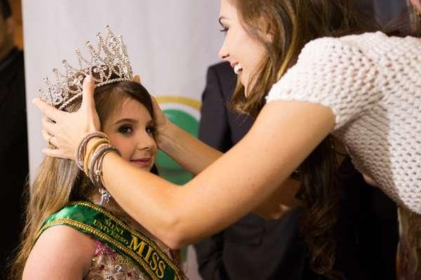 Pietra Gasparin, de Passo Fundo, Rio Grande do Sul, foi recentemente coroada Mini Miss Brasil Universo 2013