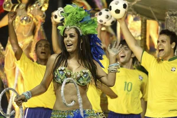 Larissa Riquelme admitiu, em reality show que participa no Chile, que sofreu assédio de Lionel Messi e jogadores da Seleção Brasileira nos últimos anos