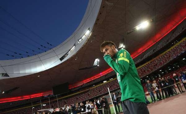 Caçado contra a Coreia do Sul, Neymar participa de treino com a Seleção Brasileira; atacante deve jogar amistoso contra a Zâmbia