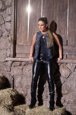 Claudia Leitte posou para amarca Denuncia Jeans