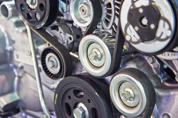 Correias usadas no motor. Sem elas, alguns componentes não funcionam