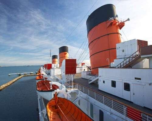 El barco Queen Mary, construido en 1930 en Escocia, representó el esplendor de toda una época. Cuenta la leyenda que a bordo murieron muchas personas: unas ahogadas, otras ahorcadas, unas más quemadas en un incendio.