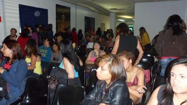 Aposentados, desempregados, estudantes e trabalhadores com horários flexíveis participam do 'Programa Silvio Santos' em busca de diversão, dinheiro e se aproximar do apresentador