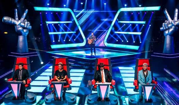 O quarto dia de audições às cegas no 'The Voice Brasil 2013' também reservou emoção para técnicos, públicoe candidatos. Navegue pela galeria e veja momentos do programa. Nesta foto, fã de Daniel, Gustavo Trebien cantou umsucesso do U2 e escolheu o técnico