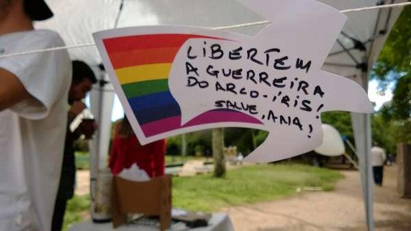 27 de outubro - Família da ativista Ana Paula Maciel, presa durante manifestação do Greenpeace na Rússia, organizou uma ato em Porto Alegre para pedir sua libertação