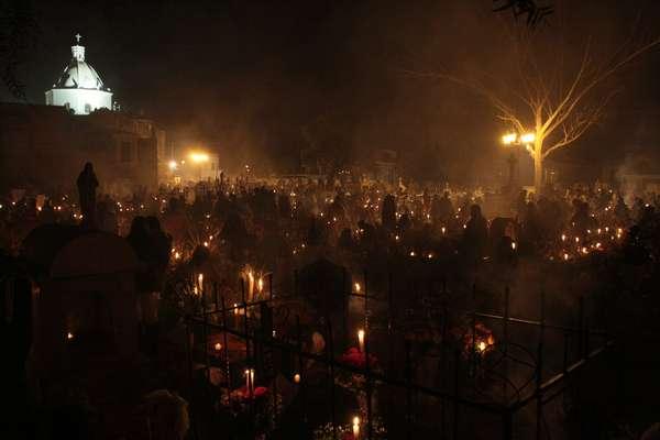 Uma das mais famosas celebrações do Dia dos Mortos mexicano é a Alumbrada, festa realizada na capital do país