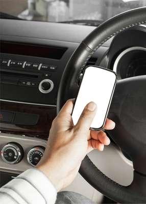 Carros têm vindo com sistema integrado de viva voz para falar ao celular